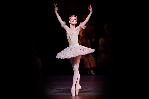 Is clapping after an aria, <em>pas de deux</em> or solo an appropriate display of appreciation, or does it shatter the illusion of theatre?