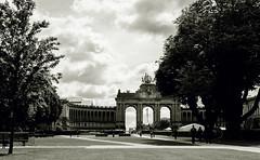 Parc du Cinquantenaire (Vavvaflo) Tags: trees brussels white black vintage shadows belgium flag arc bruxelles parc