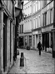 Rue Damiette. (abac077) Tags: street bw blackwhite back nb rouen normandie rue noirblanc colombages