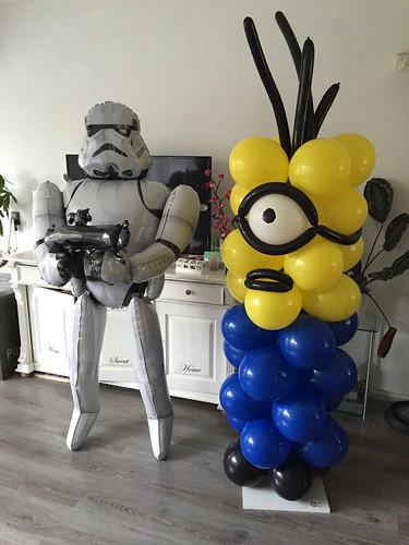 Ballonpilaar Minion en Starwars Stormtrooper Airwalker Folieballon