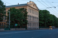 [000113]_1 (Alexis2k) Tags: building cityscape streetphoto saintpetersburg streetview trolleybus whitenight