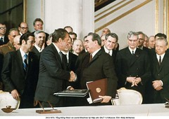 NA013476 (ngao5) Tags: people male men history european adult president politics group american soviet prominentpersons government leader handshake russian premier groupofpeople sovietunion richardnixon cooperation diplomacy northamerican politicalandsocialissues middleaged internationalrelations headofstate leonidbrezhnev governmentofficial politicalleader caucasianethnicity easterneuropeandescent easterneuropeanculture strategicarmslimitationtalks saltitreaty