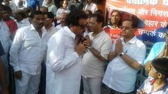 SP Singh Baghel Tarisi Jain in the condolence meeting Mr. Sanjeev Jain father consoled him regain composure was reinforced. (spsinghbaghel) Tags: news up for election sp join leaders vote recent singh pradesh bjp uttar 2017 firozabad baghel