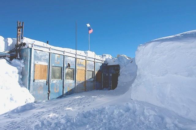 Đây là một trong những nơi lạnh nhất thế giới. Nơi đây được bao phủ hầu khoảng 90% băng tuyết.