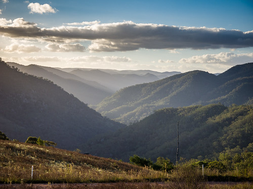 The Wollondilly River Valley - Wombeyan Caves Rd