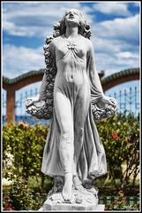 musa (-= McNelo =-) Tags: 50mm pentax desenfoque estatua musa oropesa k5 pecho nelo marinador nelomelchor