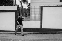 Pasos Fuertes (Lex Arias / LeoAr Photography) Tags: street city blackandwhite bw blancoynegro monochrome monocromo calle nikon venezuela streetphotography ciudad monochromatic bn barquisimeto 2016 callejera nikond3100 everybodystreet streetphotovenezuela leoarphotography lexarias streetphotographyvzla iglexariasphotos