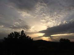 Tramonto scattato a 50km/h (Davide Albano) Tags: raggidisole sole raggi cespuglio nuvole montagne albero macchina tramonto