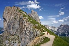 Sentiero 1 verso Seceda (Franco Vannini) Tags: dolomiti dolomites odles sassrigais fermeda seceda valgardena valdifunes odle