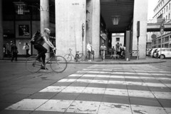 Torino (Valt3r Rav3ra - DEVOted!) Tags: lomo lomography lca lomolca torino piemonte bw biancoenero blackandwhite bike analogico analogica analog film 35mm ilfordhp5 valt3r valterravera visioniurbane streetphotography street sovietcamera urbanvisions
