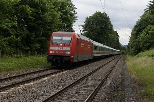 DB 101 137-8 met IC trein richting Köln door Rolandseck 31-05-2015