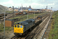 25276 wanders around Moss Bay, Workington, with an engineers train (delticfan) Tags: sulzer workington 25276 class25 mossbay sulzertype2