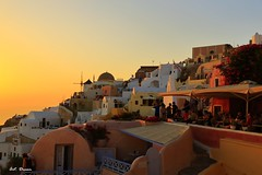 2016.06.25_0435 (Dream Deliver) Tags: sunset greece santorini sea people