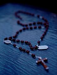 Cadeau au parrain des parents (AxelBergeron) Tags: religion baptism gift crucifix godfather baptme parrain cadeau prayerbeads chapelet