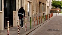 street art sur poteaux (valerie.pitteloud) Tags: paris11 citdelameublement