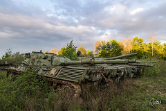 Tank à faire... (www.jeanpierrerieu.fr) Tags: italy abandoned italia tank decay forbidden forgotten exploration italie armée abandonné friche explorationurbaine wwwjeanpierrerieufr
