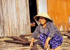 happy lady on Tonle Sap Lake (Never.Stop.Searching!) Tags: cambodia tonlesap cleaning houseboat lady portrait smiling
