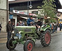 Inzell 2016 (Gnter Hentschel) Tags: inzell deutschland germany germania alemania allemagne bayern berge bgl chiemgau hentschel pfingstroas gnter pfingstroas2016 guenter gutelaune grn nikon nikond3200 d3200 outdoor flickr fahrzeug tracktor traktor