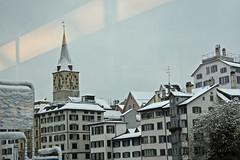 2014.12.28.016 ZURICH - depuis la vitre du tram 4, St Peter (alainmichot93) Tags: architecture schweiz suisse hiver zurich rivire neige svizzera toit immeuble 2014 cantondezurich lalimmat lelindenhof