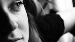 Gota d'aigua (lluiscn) Tags: portrait bw woman eye girl monochrome ojo persona mujer chica close retrato bn cerca boca mirada blanc prop nas negre dona retrat ull xica pestanya