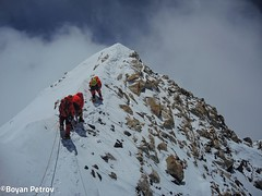 006-A 10 m del Cim-Boyan Petrov (ferran_latorre) Tags: nepal summit alpinismo montaa makalu cumbre ferranlatorre cat14x8000 hanswenxl arjunvajpai boyanpetrov