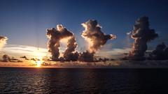 Pela ltima vez (faneitzke) Tags: ocean sunset sea summer sky sun nature clouds contrast mar natureza cu prdosol contraste caribbean caribe caribbeansea