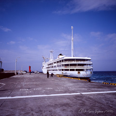 20160320-14 (GenJapan1986) Tags: 2016 fujifilmgf670wprofessional さるびあ丸 伊豆諸島 太平洋 新島村 旅行 東京都 海 離島 6x6 film tokyo island travel 日本 japan sea pacificocean niijima fujifilmprovia400x