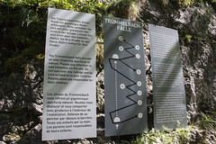 Trummelbachfalle - placa explicando a sequencia de cachoeiras (CartasemPortador) Tags: bern lauterbrunnen cachoeira quedas interlaken dgua trmmelbach trmmelbachflle