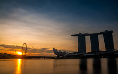 Sunrise over the Singapore Flyer (jh_tan84) Tags: longexposure blue light sun reflection water clouds marina sunrise river landscape dawn bay flyer singapore singaporeflyer marinabaysands