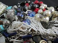 IMG_0436 Caos de bijuterias (gloriafflima) Tags: bijuterias