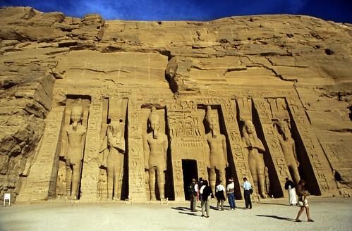 "Ägypten 1999 (127) Assuan: Kleiner Tempel von Abu Simbel • <a style=""font-size:0.8em;"" href=""http://www.flickr.com/photos/69570948@N04/27410205191/"" target=""_blank"">View on Flickr</a>"