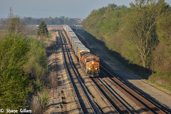 Cresting the hill in Medil. (Machme92) Tags: railroad morning sun sunrise tracks rail trains row american missouri rails ge railfan bnsf railroads railroading atsf railfanning gevo railfans transcon trainrace burligrton