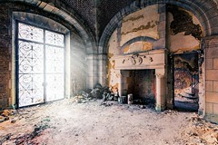 a warm place (Andy Schwetz - I LOVE DECAY) Tags: urbex belgium abandoned lostplaces decay forgotten chateau castle andyschwetz verlassen vergessen modernruins heartwoks canoneos60d sigma1020mmf35 verfall marode schlos fineart urbanexploration verlasseneorte
