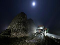 Back to the future (Gabriel Glez.) Tags: new nightphotography tractor lightpainting holland fog foggy olympus luna niebla foggynight newholland fotografianocturna noctografia