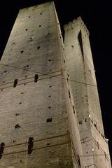 Torri bolognesi (Lovecraft 77) Tags: italy italia centro bologna turismo notte torri citt emiliaromagna asinelli garisenda cittmedievale