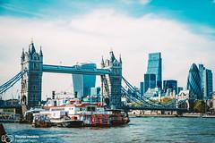 London's architecture (thendele) Tags: uk houses england london tower skyline architecture londonbridge architectural gb architektur toweroflondon hochhaus huser wolkenkratzer greaterlondon vereinigtesknigreich