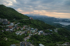 Sunset at Jiufen (TSE_J) Tags: park travel sun elephant hot museum modern temple photography memorial asia dr district hill taiwan toilet palace national springs temples taipei taipei101 xiangshan longshan geological yehliu beitou jiufen yatsen nangang yamingshan