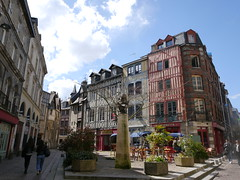 Place Saint-Amand - Rouen (francis_erevan) Tags: city house town place maison colombage timbered