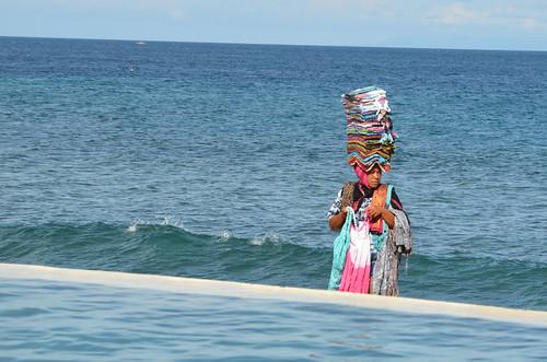 Strandverkäuferin am Mangsit Beach,  Lombok