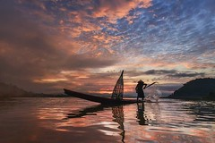 A fisherman in Thailand | Photography by Saravut Whanset (manbeachrm) Tags: sunset sunsets sunsetbeach sunsetpark sunrisesunset beachsunset sunsetting sunsetblvd sunsetsky sunsetstrip beautifulsunset amazingsunset sunsetcolors sunsetview floridasunset sunsetporn californiasunset sunsetphotography chasingsunsets scenicsunset sunsetphotographs sunsetlovers sunsetlover sunsethunter sunsetoftheday sunsetmadness instasunsets sunsetsniper instasunset igsunset piclogy