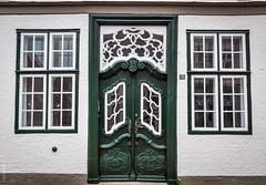 Number 28 (dlerps) Tags: door houses windows white building green dutch architecture germany de sony entrance sigma historic 28 schleswigholstein friedrichstadt lerps sonyalphadslr sigma1850mmf28exdcmacro sonyalphaa77v daniellerps