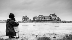 Day 911 (Hien Photography) Tags: blackwhite child house mother rock sea plougrescant bretagne france fr