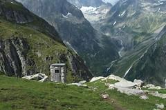 w-c avec vue (bulbocode909) Tags: valais suisse cabanewiwanni toilettes wc montagnes nature vert