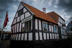 Mellem Jyder (Ebeltoft) (Sten Dueland) Tags: ebeltoft restaurant mellemjyder mellem jylland jutland denmark mols molbo jyder halftimberedhouse tudorhouse halftimbered tudor house