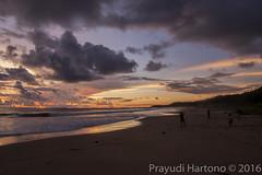 Happy Children (Prayudi Hartono) Tags: sunset sea sun beach indonesia nia pantai nias niasutara pantaipasirmerah polatafu pasirmerah