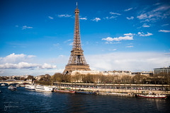 Eiffel Tower and the Seine River (josefrancisco.salgado) Tags: bridge paris france seine ro river puente boat nikon europa europe ledefrance eiffeltower eiffel toureiffel torreeiffel nikkor bote basiliquedusacrcoeur sena d4 seineriver pontdina 2470mmf28g