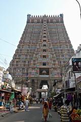 Un escalier vers le ciel (Chemose) Tags: sky india architecture canon temple eos january stairway ciel 7d hindu hinduism janvier escalier tamilnadu inde southindia trichy gopuram hindouisme hindou tiruchirapalli ranganathaswamy rajagopuram sriranganathaswamy indedusud vischnu vischnou