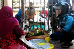 Waiting for her order (Prayitno / Thank you for (10 millions +) views) Tags: woman cute girl female indonesia asian pretty day dish rice lima time outdoor helmet over steam sidewalk meal bok vendor ibu helm nasi buk kaki madura cantik gadis jualan tradisi konomark mbok segobuk