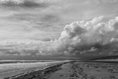 62/100x - Stormy Beach (Nomis.) Tags: canon eos 700d t5i rebel canon700d canoneos700d rebelt5i canonrebelt5i monochrome mono bw blackandwhite 100x 100xthe2016edition 100x2016 image62100 sk201606298757editlr sk201606298757 lightroom beach harlech harlechbeach wales outdoor cloud sky water wave ocean wideangle sea weather climate gwynedd coast dramatic atmosphere stormy storm cloudy cumulonimbus