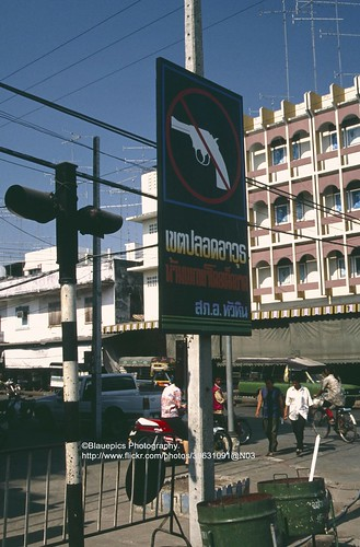 Hua Hin, downtown, no guns?